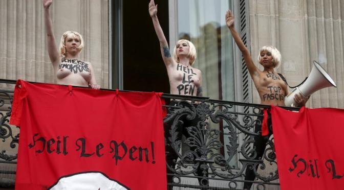 Les Femen perturbent le défilé du FN (photo trouvée sur le site de RFI)